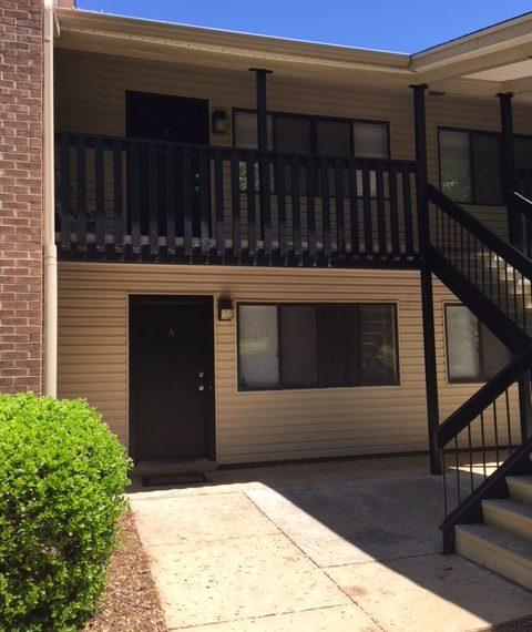 Colonie Apartments: Colony Manor Apartments