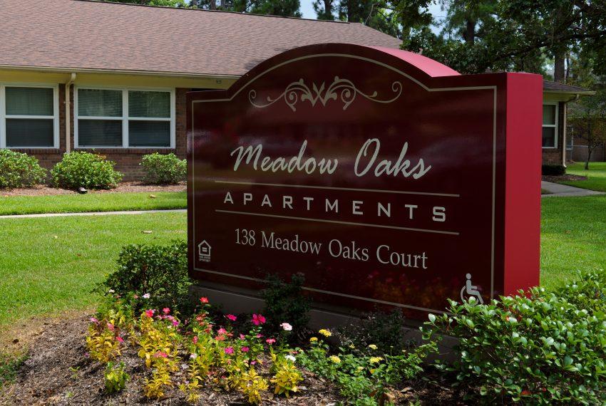 Meadow Oaks Sign